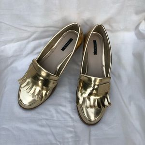 Metallic gold loafers!